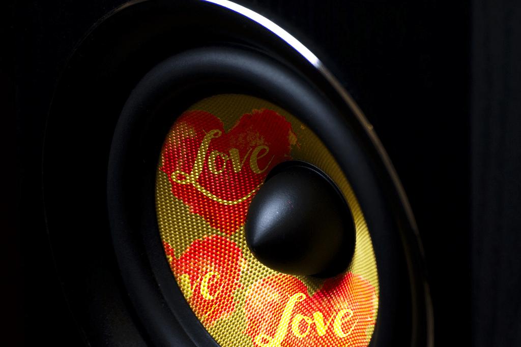 PLACEBO – Loud Like Love